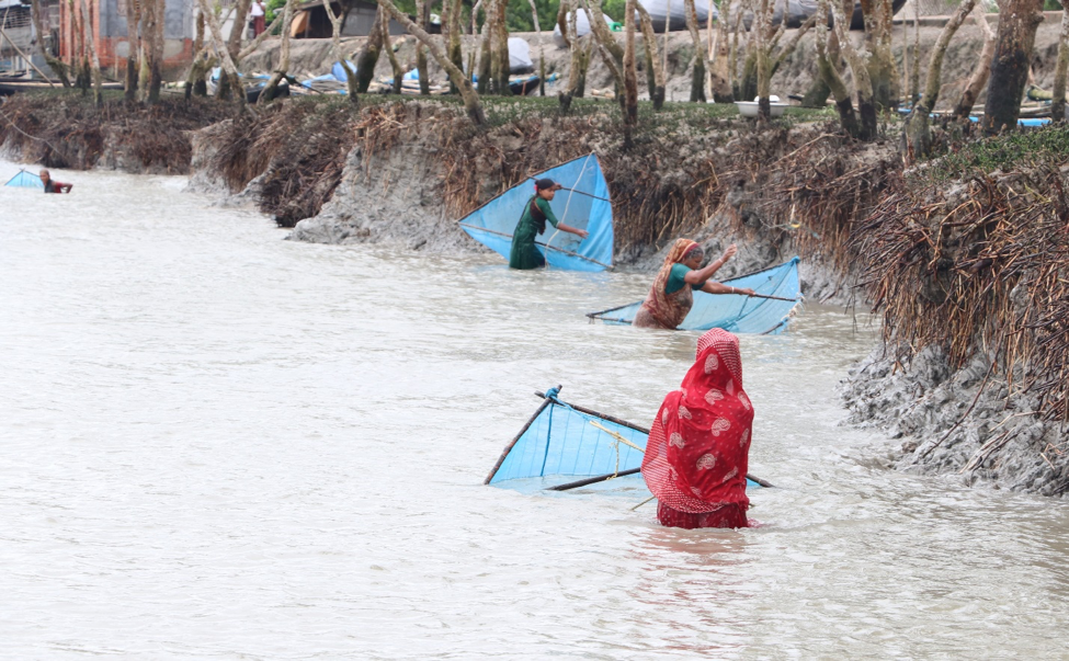 Bangladesh climate change women fishing