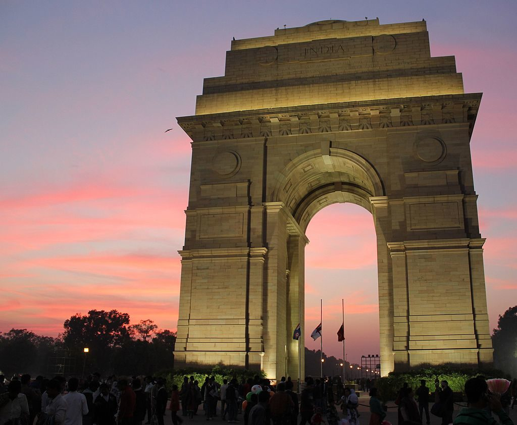 Delhi, India Gate by Arian Zwegers (Wikimedia)