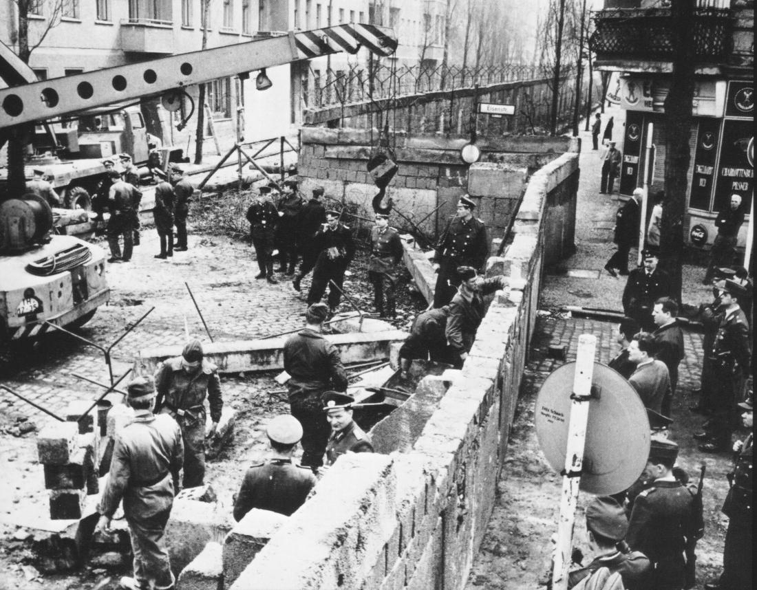 defenders the rise and fall of world communism building the berlin wall 1961
