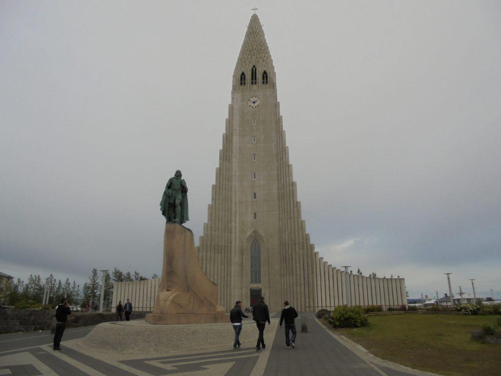 The statue of Leifur Eiríksson before Hallgrimskirkja.